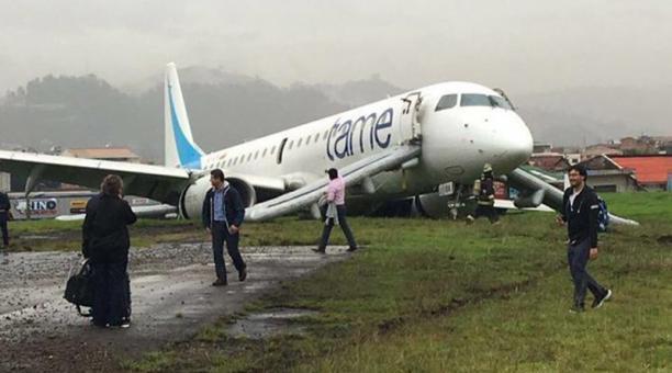 Avión perdió pista al aterrizar en Cuenca