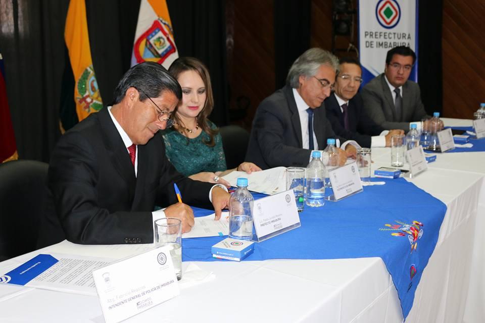 Firma de convenios con el prefecto de Pichincha