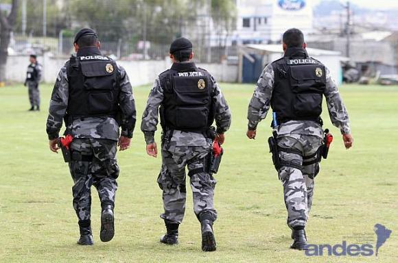 Detienen en Ibarra a oficial implicado en presunta red de corrupción por pases dentro de la Policia
