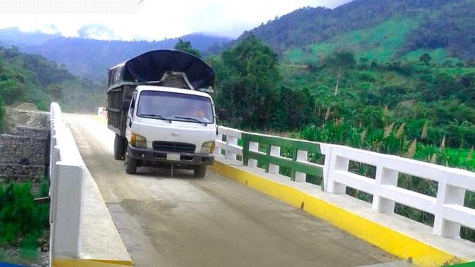 Imbabura y Carchi inauguran puente construido con aporte de las dos prefecturas