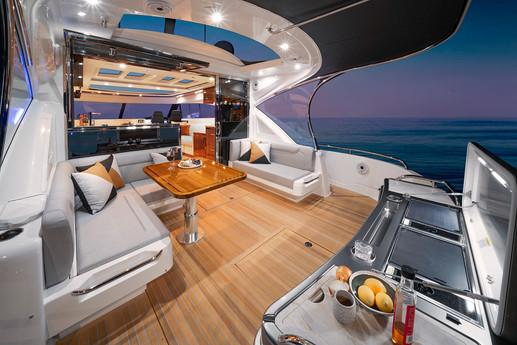 Riviera 6000 Sport Yacht Platinum Editio