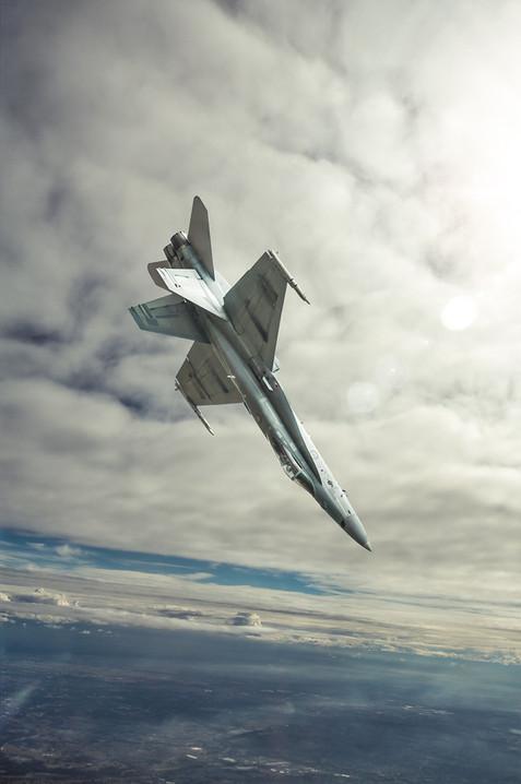 F18 dive.jpg
