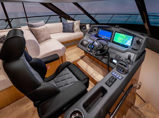 Riviera 5400 Sport Yacht Platinum Editio