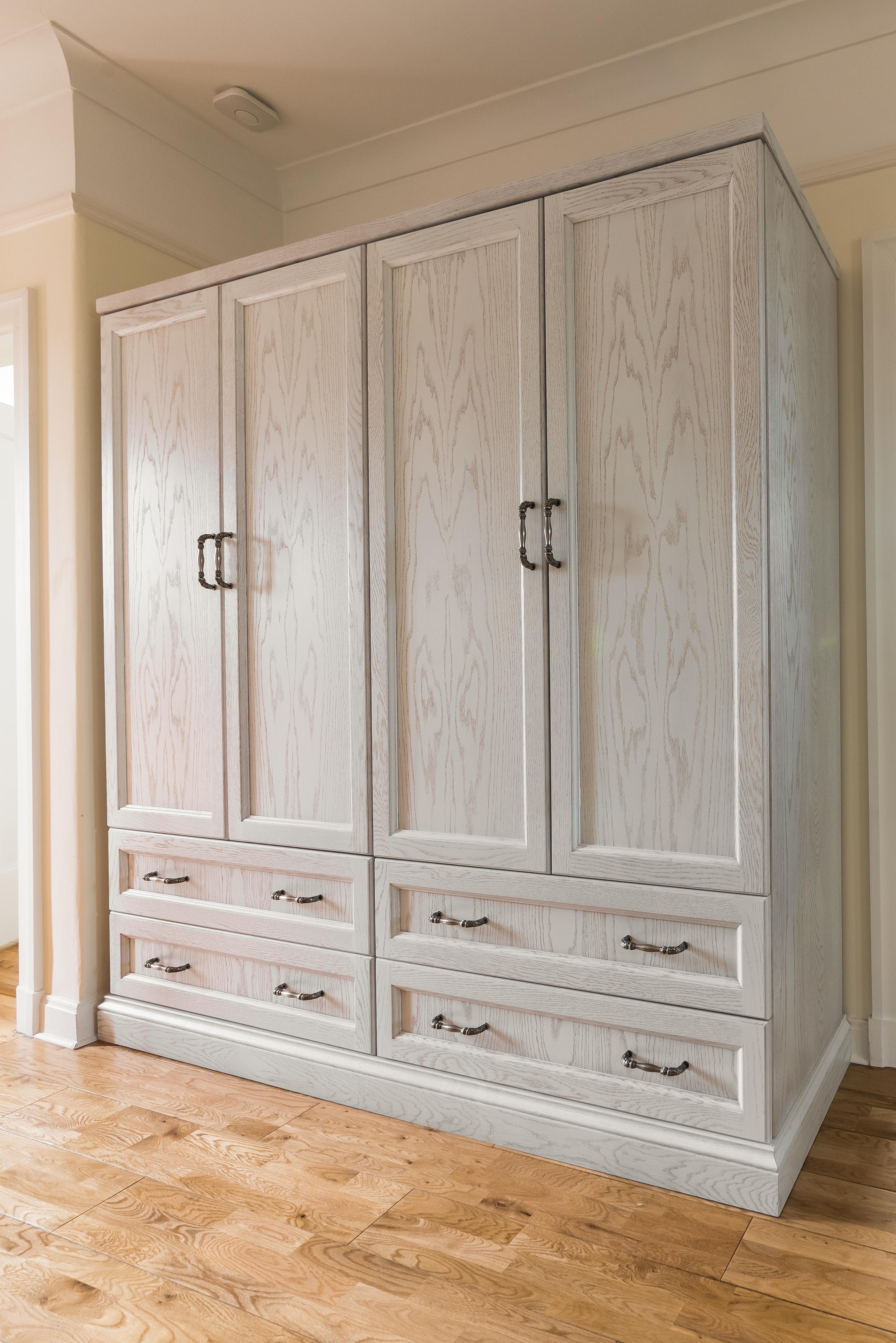 Snowy oak wardrobe