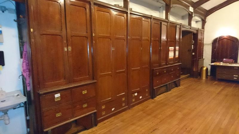 Secresty wardrobe-before
