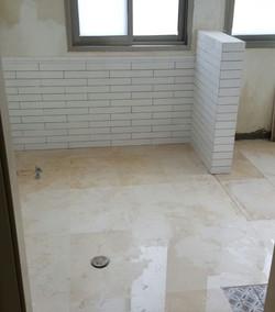 החלפת ריצוף בחדרי אמבט שירותים