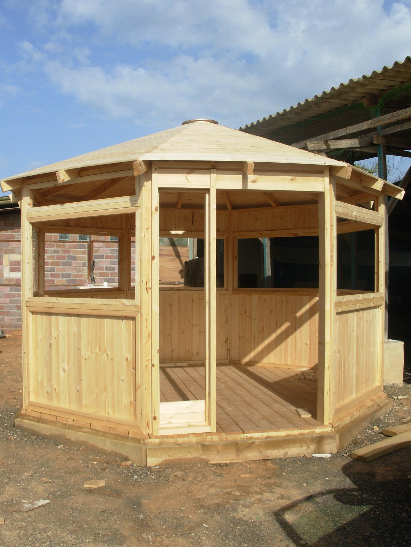 עבודות עץ שחר תכנון ובנייה