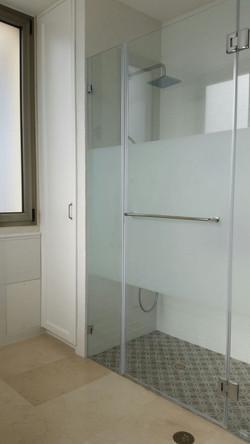 מקלחון זכוכית וילה אזור המרכז