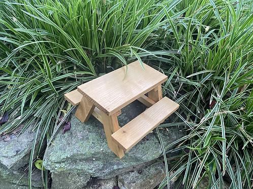 Locust squirrel table