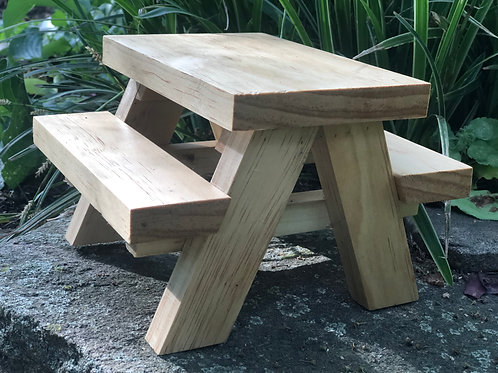 Pine Squirrel Table