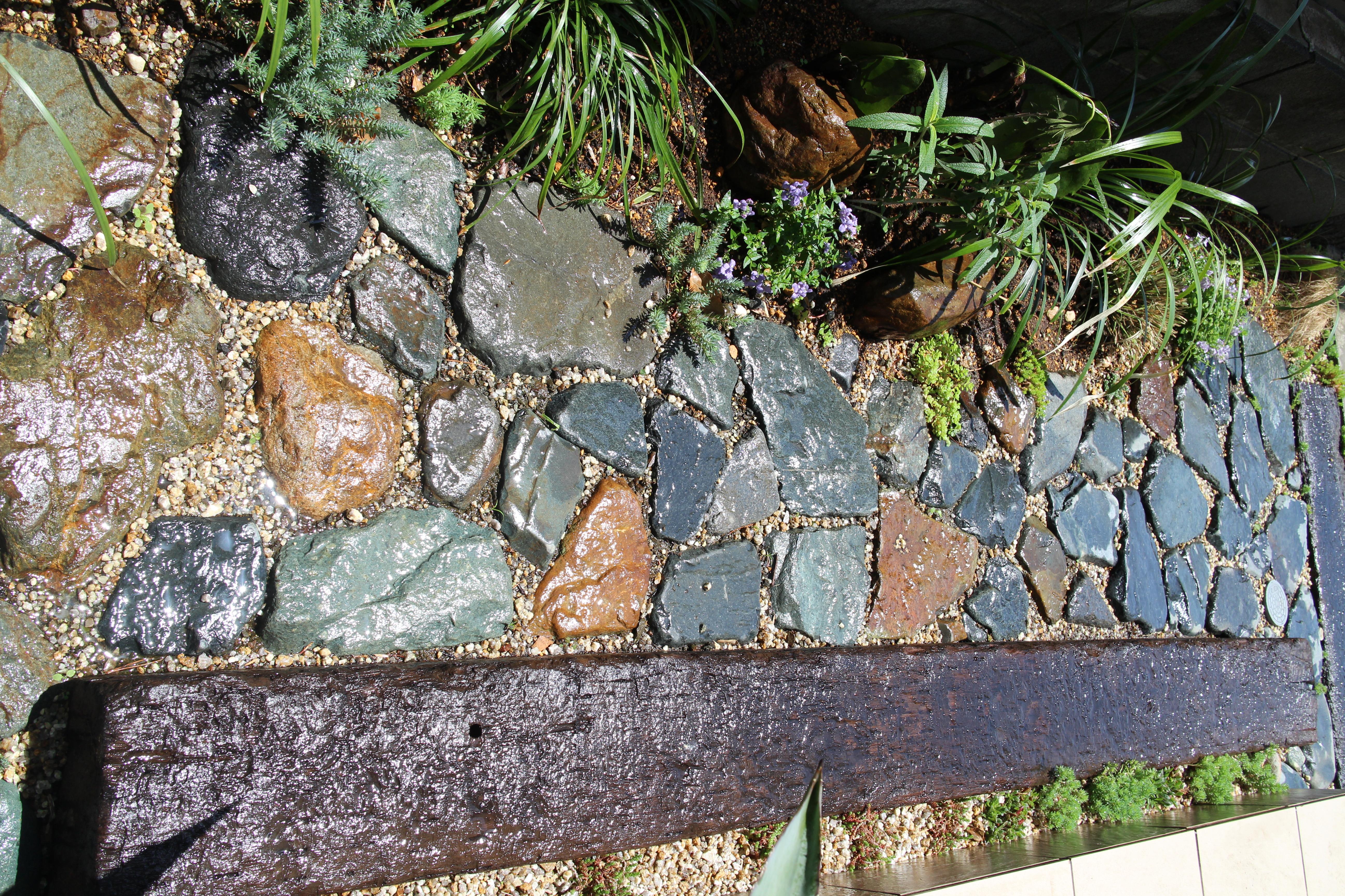 石敷きと枕木
