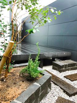 黒ピンコロ花壇・ステップ@横須賀市