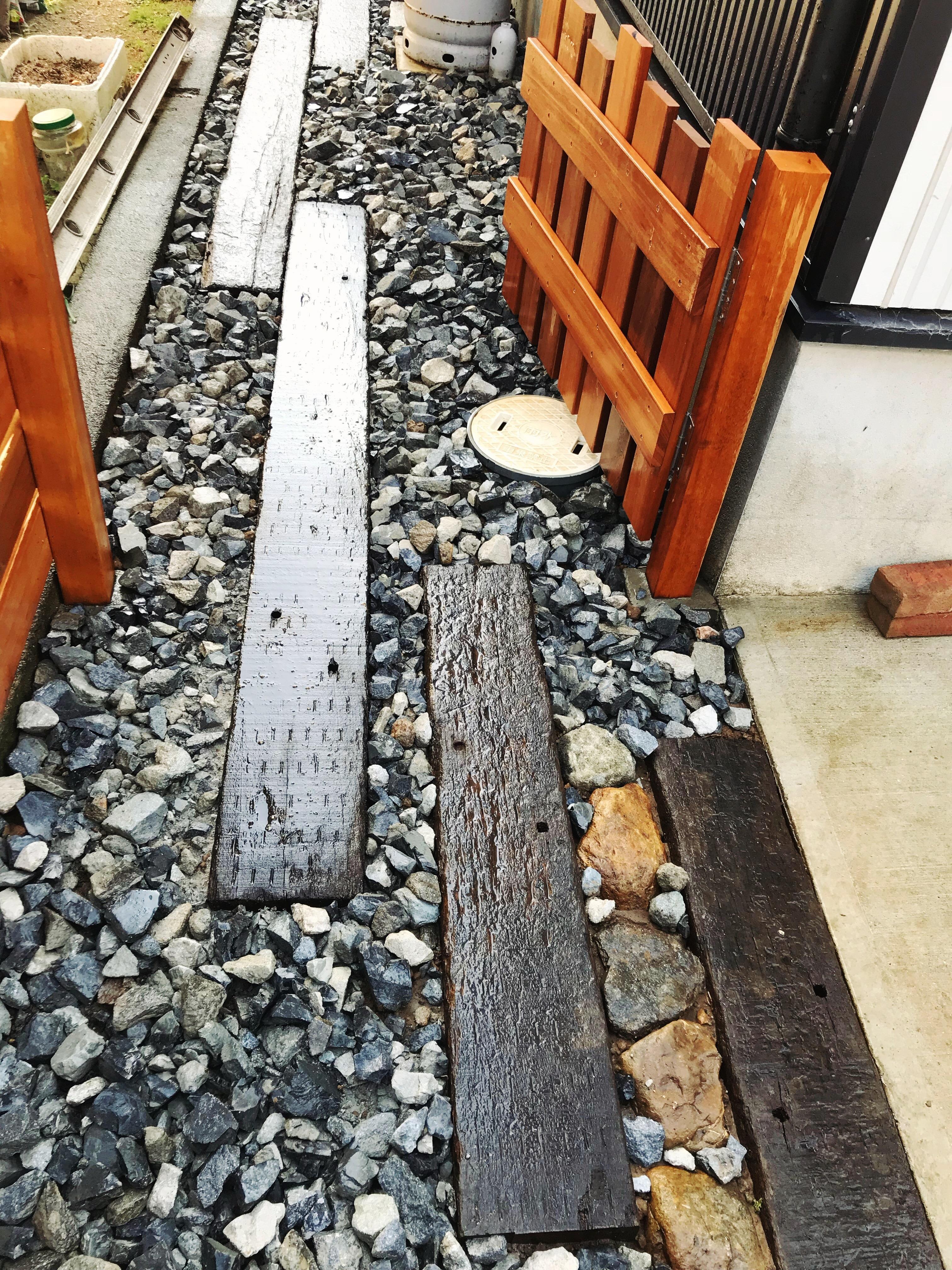 枕木・砂利敷き