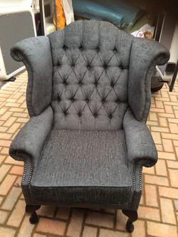 Deep button chair After