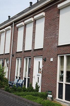 Rolluiken in Breda. Rolluiken houden het koel binnen.
