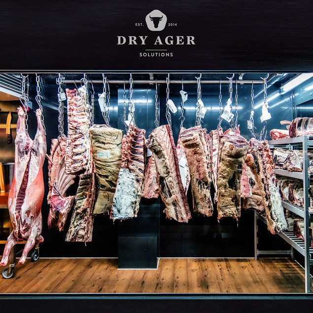 Age your steak cuts on site and offer your guests unique taste experiences and eye catching insights.