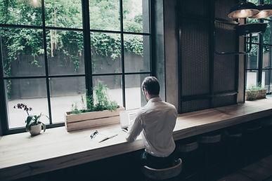 Vista traseira de um empresário