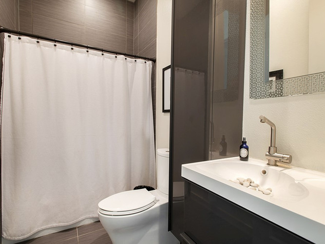 Guest House | Guest Bathroom