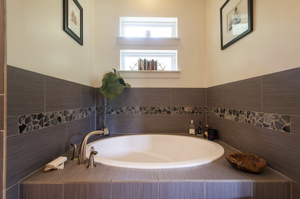Guest House | Master Bathroom