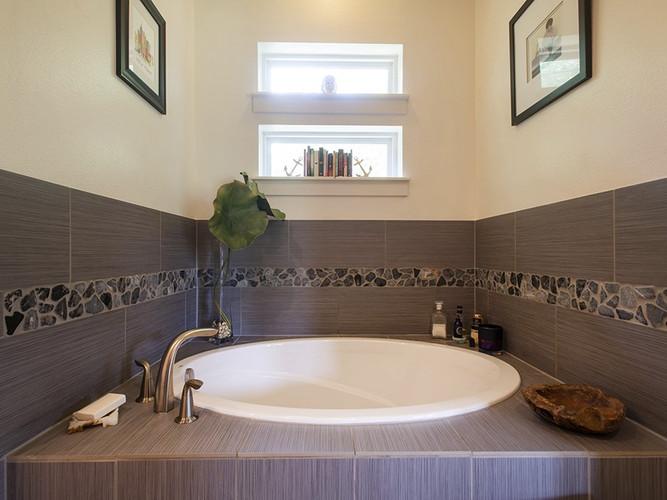 Guest House | Master Bathroom