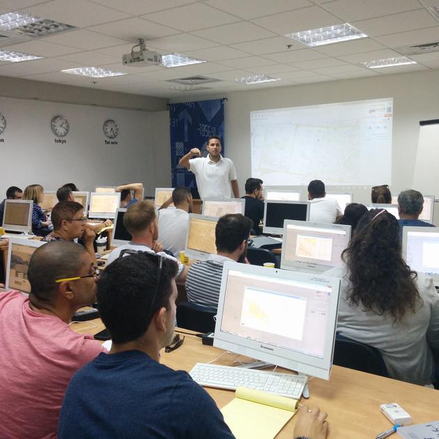 קורסים, סדנאות והרצאות לארגונים