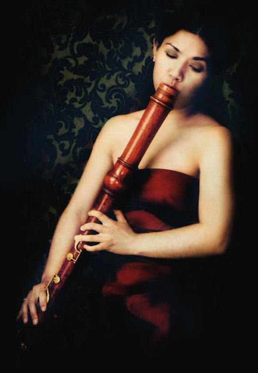 Monica_flauta bajo.jpg