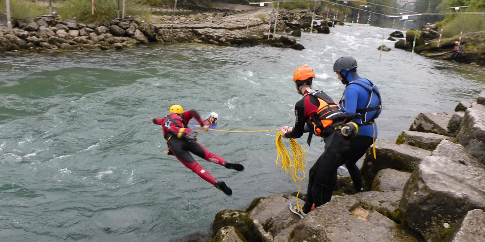 Whitewater rescuer course – program C
