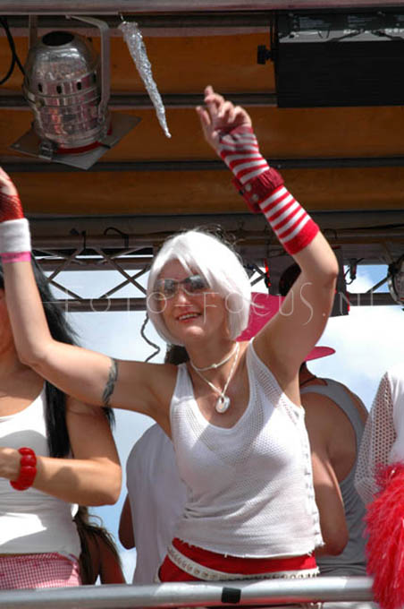 Dance parade2004- 08.JPG