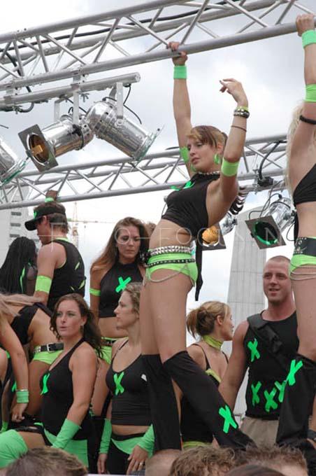 Dance parade2004- 09.JPG