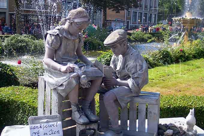 Living statues 2003- 03.jpg