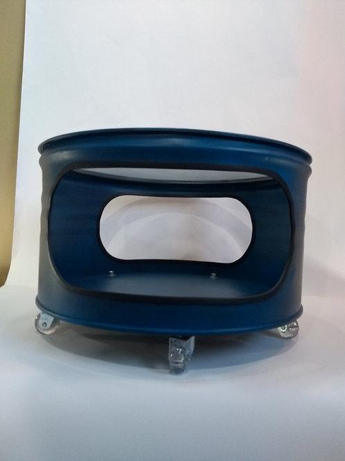 Mesa central ou aparador  com rodízios e vidro.