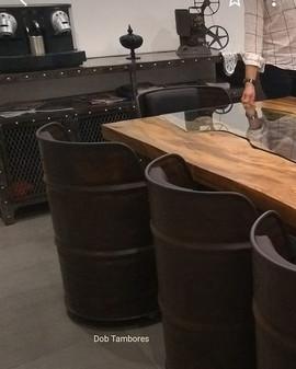 Decoração industrial com tambores dobobjetos