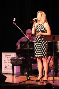 Singer Lisanne Lyons