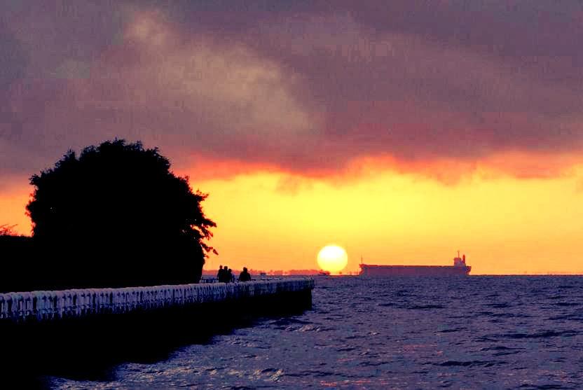 Nascer do sol no rio Amazonas