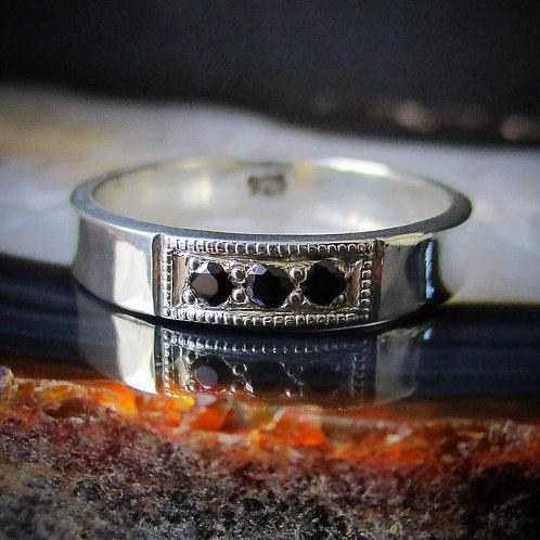 Black Spinel 3 Stone Pavé Ring | Size 7 | Unisex
