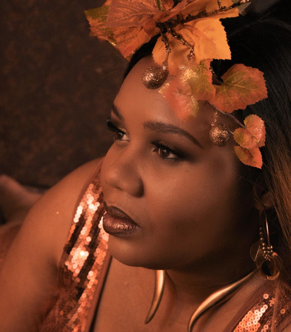 Shannon Beauty Shot 4