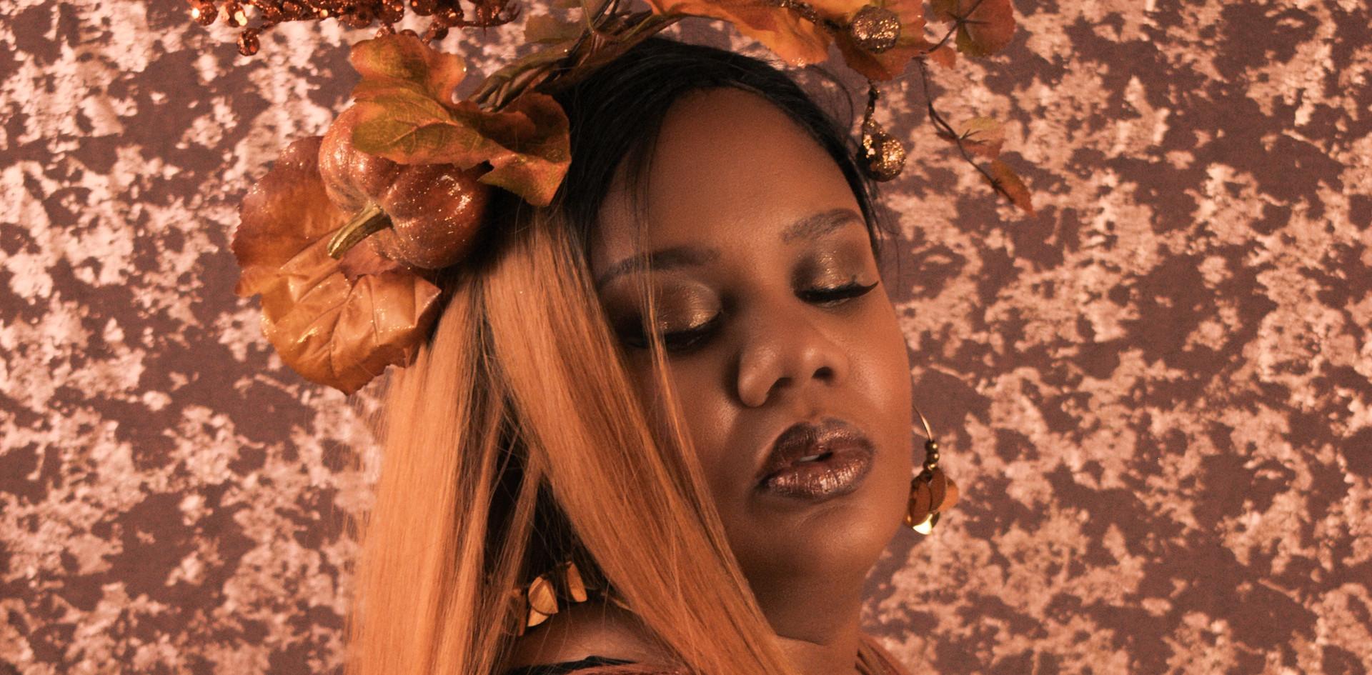 Shannon Beauty Shot 5