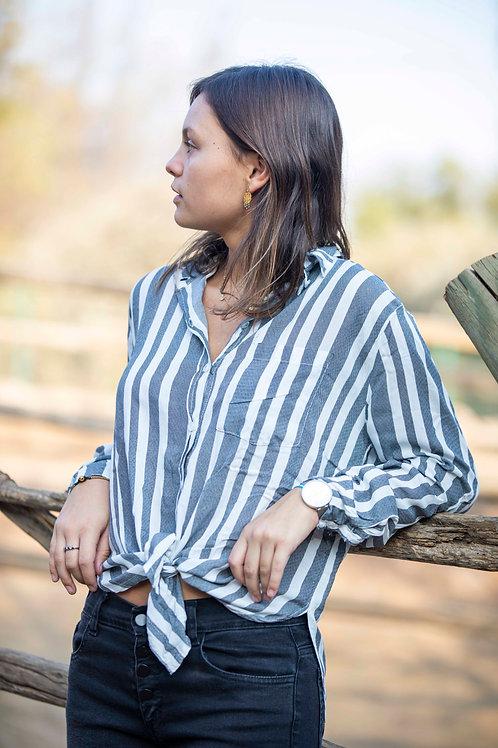 Blusa camisera gris rayada