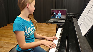 Student_in_Online_Piano_Lessons-2020-03-