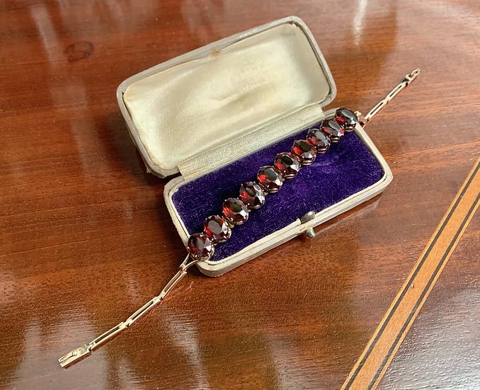 9ct gold and garnet bracelet
