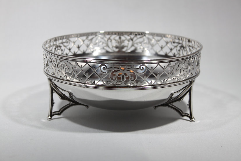 Silver bowl with Gothic style legs