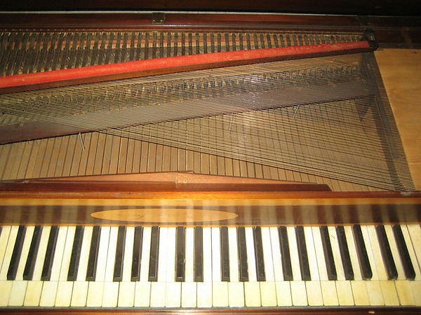 Erard Piano Carre.jpg