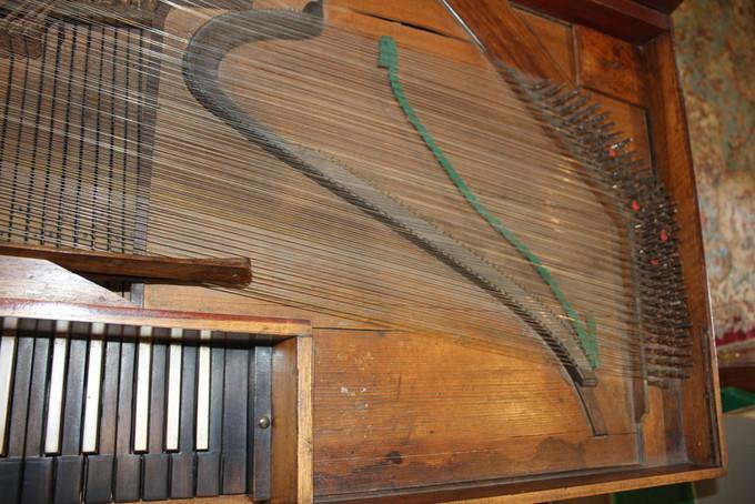 Square piano.JPG