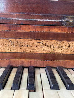 Woffington piano carre.jpg
