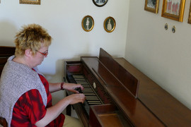 Schornshim playing on Malleck Square piano