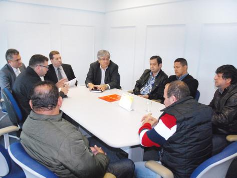Prefeitura melhora a proposta para evitar retomada de greve