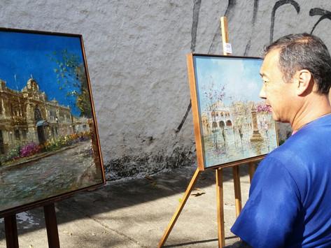 Obras de arte são expostas em feiras livres da cidade