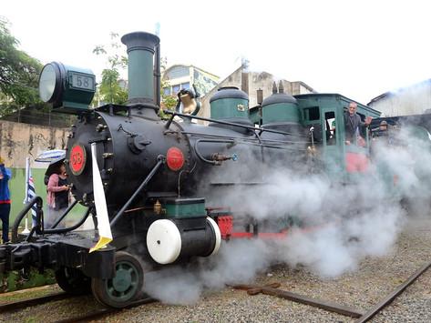 Saudade e curiosidade marcam apresentação da Locomotiva 58