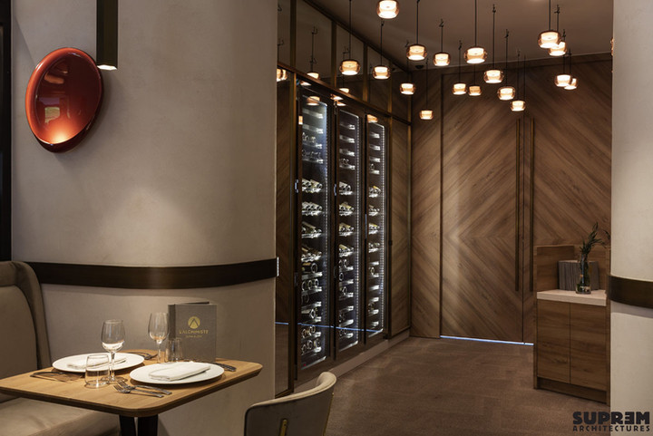 """Restaurant """"L'Alchimiste"""" Hôtel Golden Tulip**** - Entrée et cave à vin"""