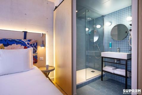 """Hôtel """"Urban Hôtel""""*** - Salle d'eau chambre bleue"""